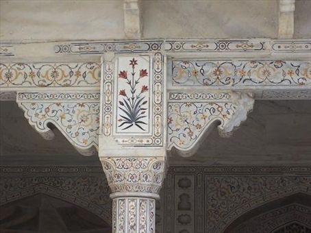Marble inlay detail inside the palace in Agra Fort