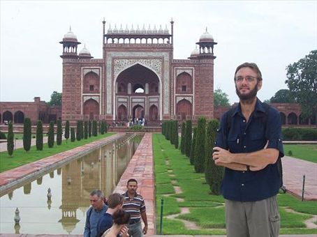 Looking back toward the entry gate to the Taj gardens.