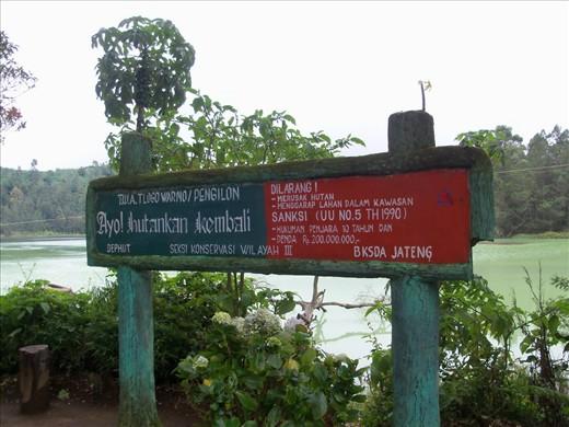 A warning sign at Telaga Warna - Dieng, just an hour away from Borobudur Temple
