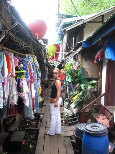 Funny little back street: looked so dirty but was so clean!!