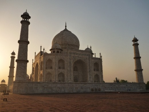 Another side view of the Taj with the sun coming up!