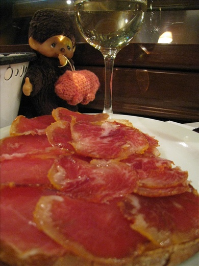Tapas of lomo and Iberico ham on toast with a lovely wine... hungry again!