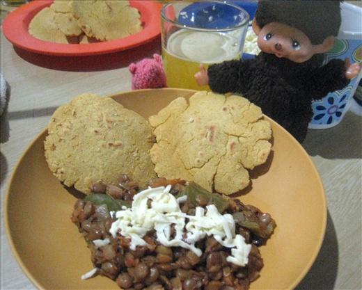 Homemade corn tortillas (Ecuadorian style) and lentils with cheese, yum!