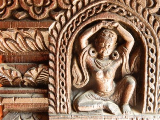 More mini art: 100 mm high wood carving on a 17th century building