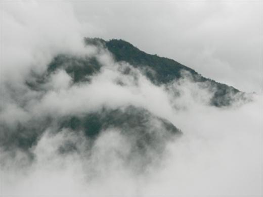 First view of the real high mountains - Kusun Kangru (or Cousin Kangaroo) near Namche