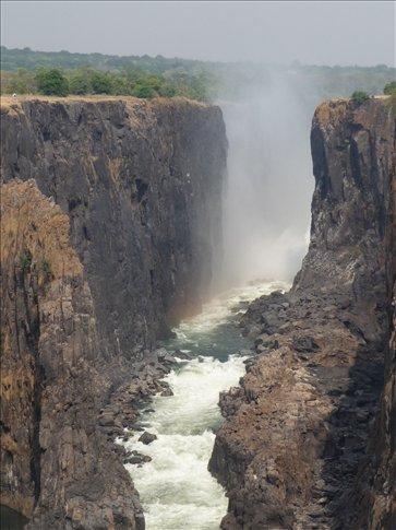 Victoria Falls - view from Zambia (dry) to Zimbabwe (heavy)