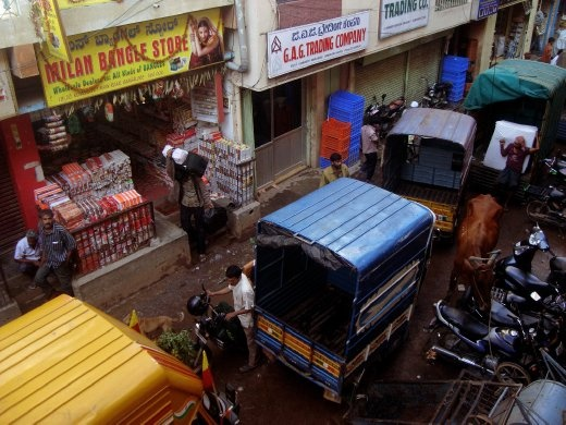 The market has mostly wholesale dealers where frequent loading and unloading of shipment happen, which blocks the entire street. Adding to the commotion is the ubiquitous Indian