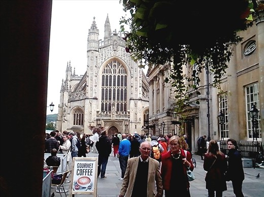Abbey and crowds! central Bath