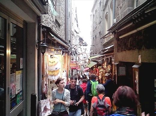 The lower level. Le touriste trap!