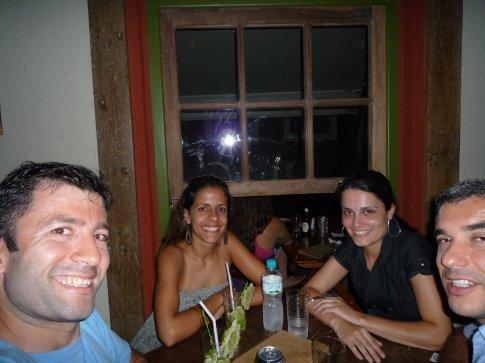 Pedro, mua y las 2 chicas brasilenias que conocimos en Ilha Bella
