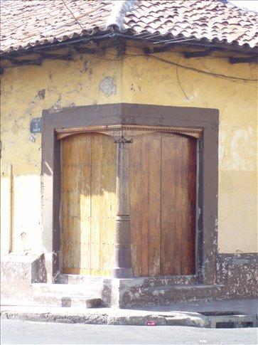 Corner doorways - an architectural feature common in Leon