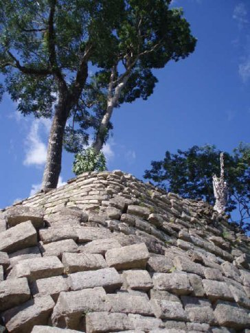 Lubuntuun.  Curved corner walls of an ancient temple structure.