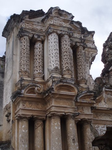 This is what most of Antigua´s churches look like - post numerous earthquakes.