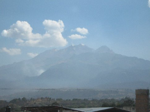 Oaxaca>Mexico City - the famous Popocatepetl volcano - the last stretch before plunging into the valley of the vast capital