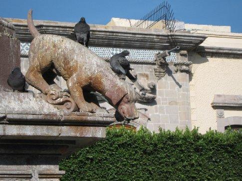 Dog fountain, Queretaro