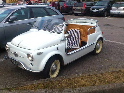 a rather sweet old fiat 500 a car that is very much still alive and well in italy update 5. Black Bedroom Furniture Sets. Home Design Ideas