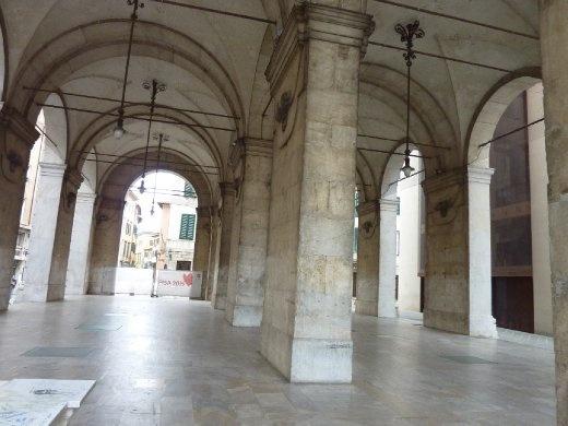 Random enclosed piazza
