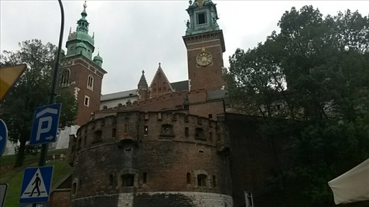 Walking up to Wawel