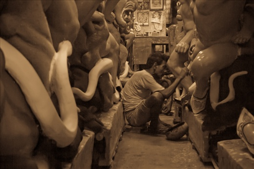 The Indoor Workshop of the artists. Its hard to imagine with so little space and light how they manage such beautiful idols.