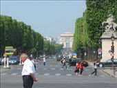 From place de la concorde, this is looking down champs-elysee towards l'arc de triumphe.: by ramsaym, Views[186]