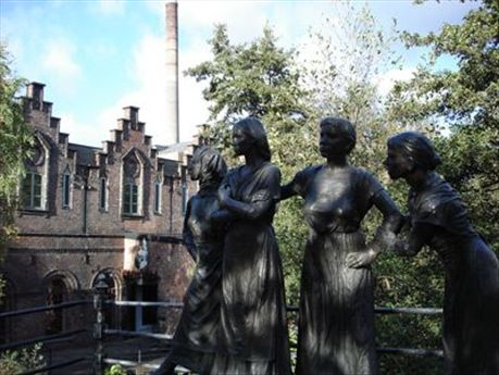 Working women statue and old warehouses up Akerselva