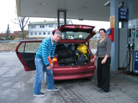 Taylor (from the New York office of Diccon's work) and I making sure everything will fit into Heike's tiny car...