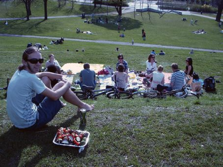 Our first inngangsgril (bbq) in the park for the year - Diccon, Peter & Guri, Gunvor & Nina, Christine & Oyvind etc