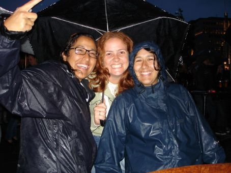 Isis, Jessica and Nahidu (Isis's sister) at a free concert on Oslo's waterfront