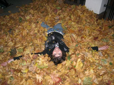 I got to play in leaves! I've never done so before because Brisbane and Hong Kong don't really have an autumn. For me it's the kind of thing that only happens in cartoons.