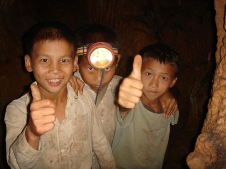 These three kids gave us a personalised tour of a nearby cave, no english, but they had great guiding skills already. guess they were happy with the tip, too?!