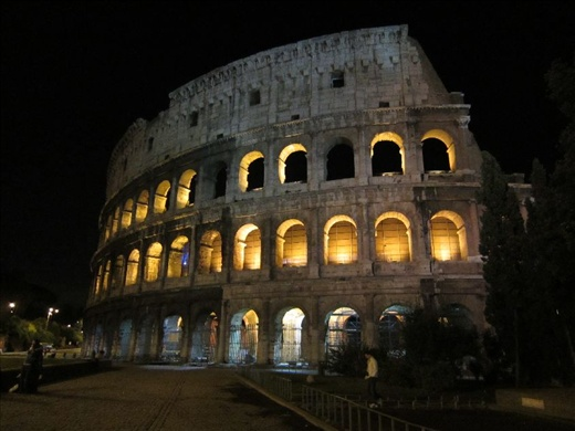 Colosseum.- makes me want to watch Gladiator one more time…