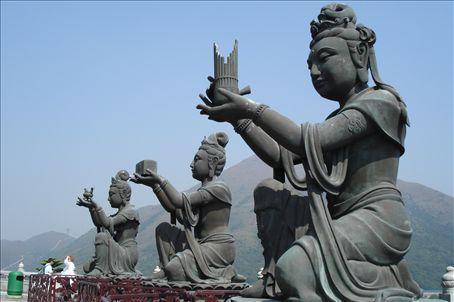 Gods surrounding the Buddha