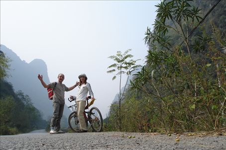 intrepid bikers on the way to Yulong Qiao