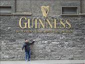 Rodri en la puerta de la fabrica de Guinness, despues de tomarse todo.: by rodri_y_adri, Views[444]
