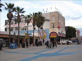 Here is our hostel were we stayed for noe night. Right by the beach in Venice Beach: by royandania, Views[171]