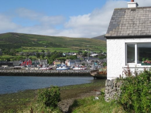 The local footpath into Dingle.