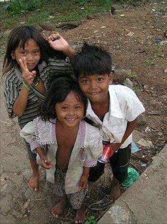 The children who helped me feed the monkeys!