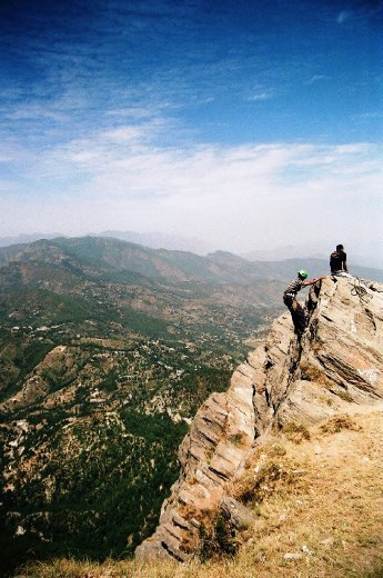 Mukteshwar - rappelling over the Chauthi ki jali rock outcrop - watch the sheer drop of 3000 feet in the backdrop