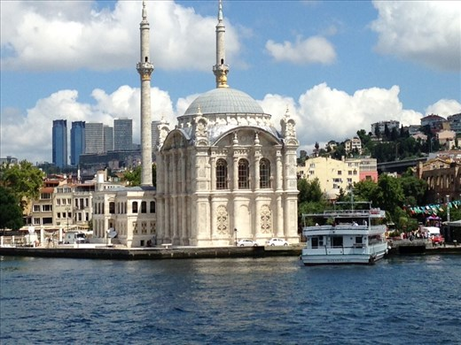 An exquisite waterfront mosque.