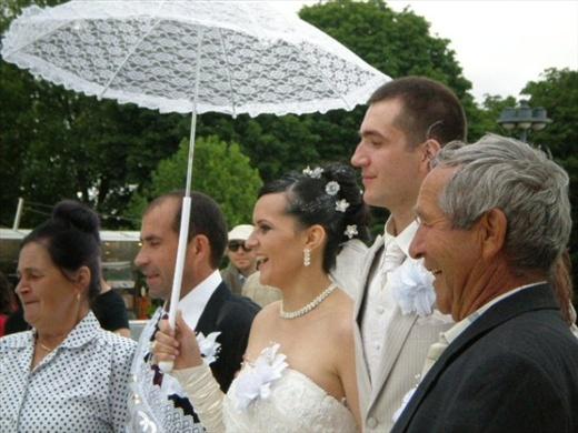 Sweet couple getting married in Paris
