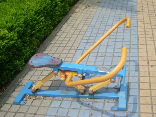 an example of a rowing machine outside.