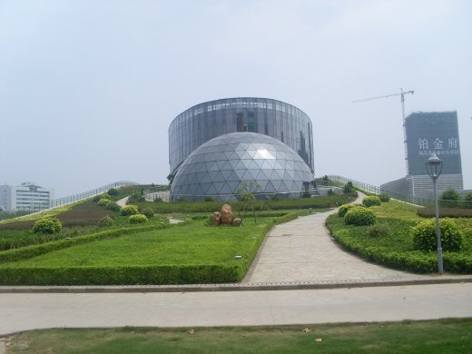 a better picture of the dome and gardeny bit :)