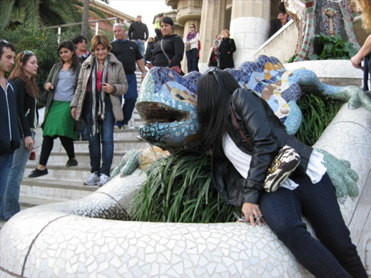 Smooching Gaudí's Dragon