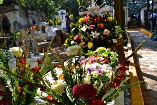 The cemeteries in Mexico vary in size and shape, but they are mostly just big spaces full of tombs pilled one very close to the other, some big, some small. On this day though, the size and the shape doesn't not matter. They all join together to make a big gorgeous piece of land.