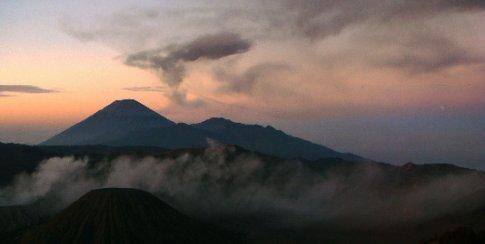 semeru erupts an average, once every twenty 20 minutes