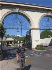 Bobby makes a pilgrammage to Paramount Studios: by seilerworldtour, Views[186]