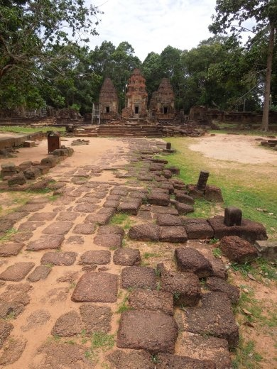 First temple visit on Day 1- Lo Lei of the Roulos Group (pre-Angkor period)