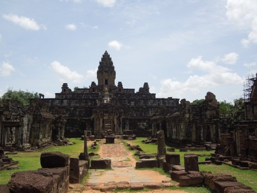 Bakong, dedicated to Shiva, is a five-tiered central pyramid flanked by 8 sandstone towers