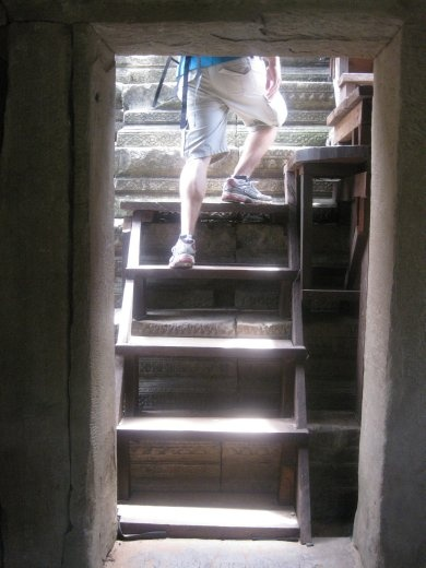A 2nd, even steeper staircase (more like a ladder) to get to the top-most accessible level of Baphuon