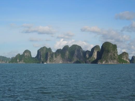 describe ha long bay Bai tu long bay, vietnam, ha long 394 likes located in the gulf of tonkin and being a part of ha long bay - the world heritage site, bai tu long bay.